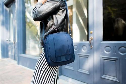 ношение сумки на одном плече