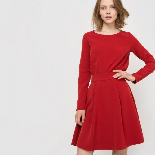 расклешенное красное платье