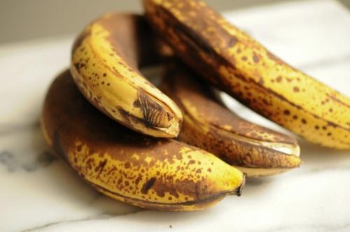 Как хранить спелые бананы дома, чтобы они не чернели?