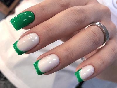 зеленый с белым маникюр