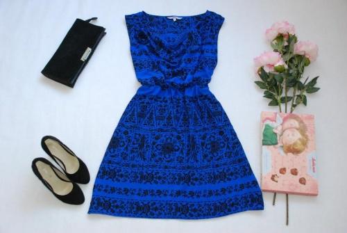 синее платье с черным
