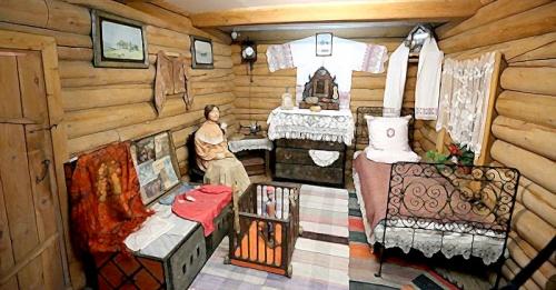 кровать в русской избе