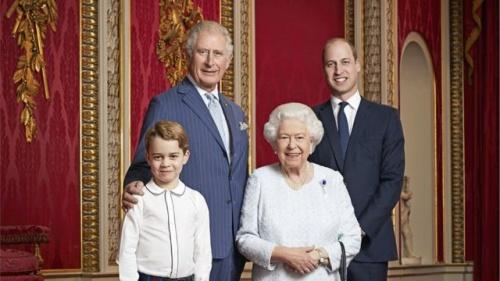 королева с тремя наследниками престола