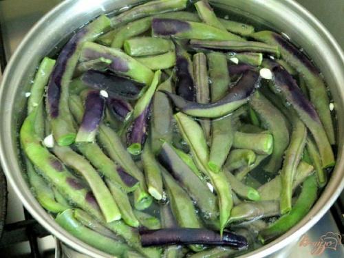 Как варить фиолетовую стручковую фасоль?