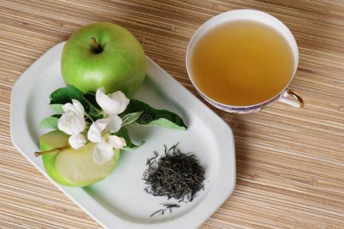 зеленый чай и яблоко