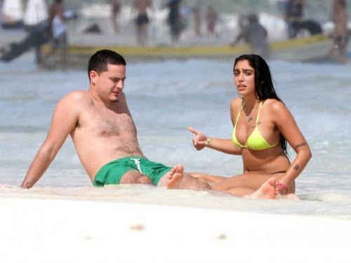 На пляже с бойфрендом