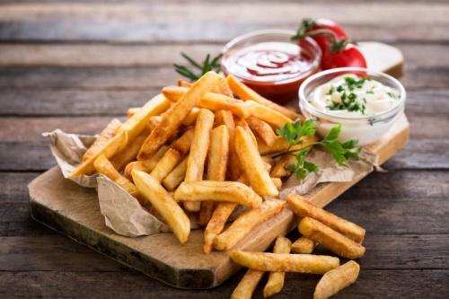 жарить картошку фри