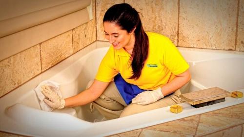 Как почистить ванну из акрила?