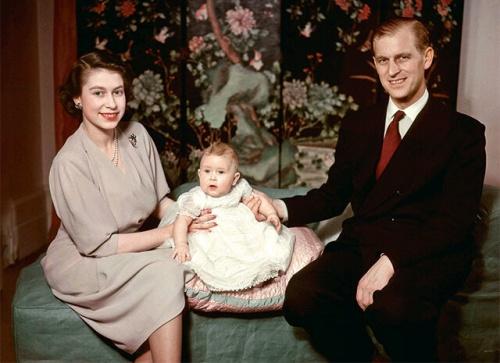 Елизавета, Филипп и их первенец Чарльз