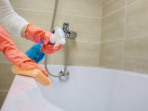 Как очистить эмалированную ванну?