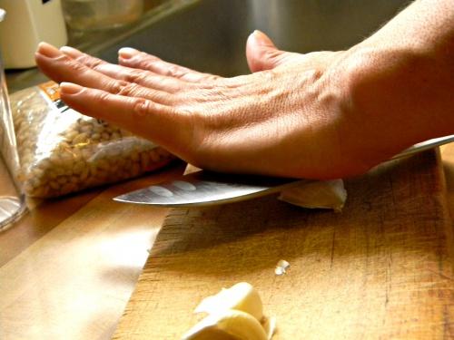 как почистить чеснок