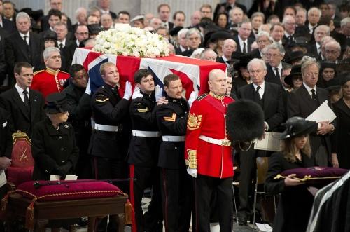 Елизавета II на похоронах Маргарет Тэтчер